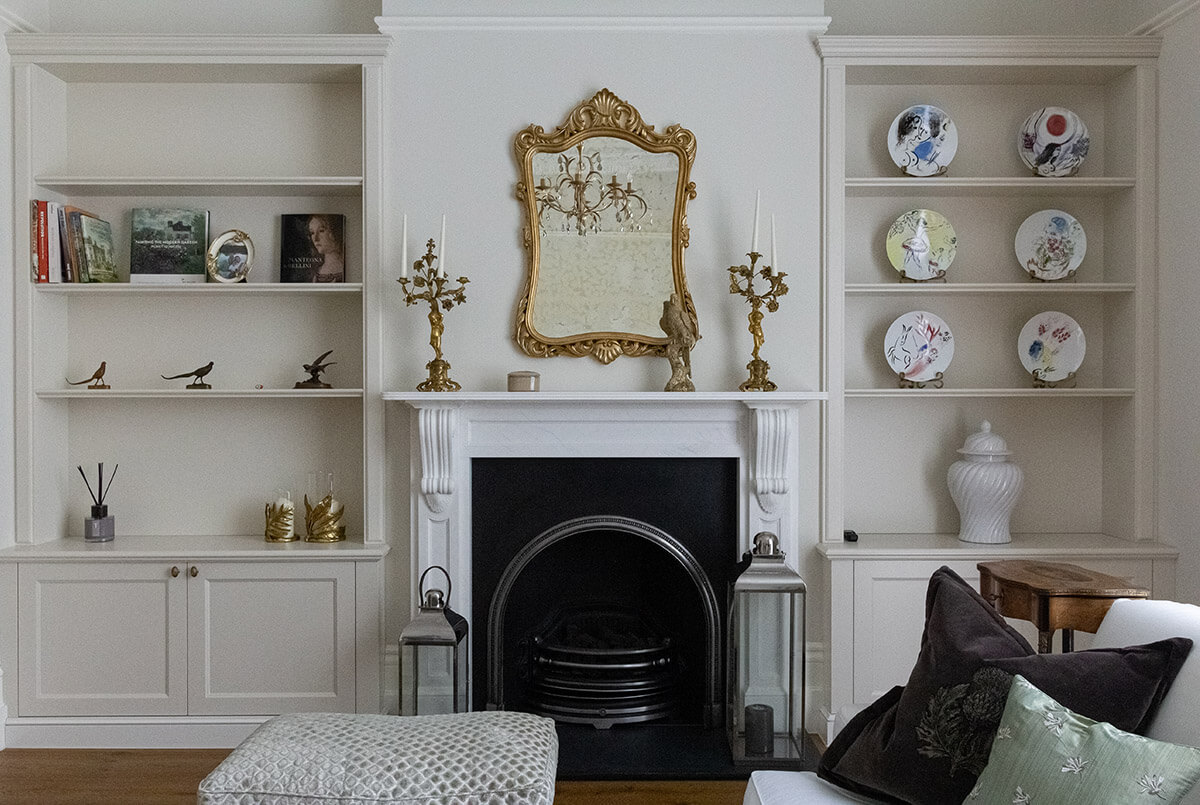 Cosy and timeless living room with antique elements in Grade II listed House in ST John's Wood, London