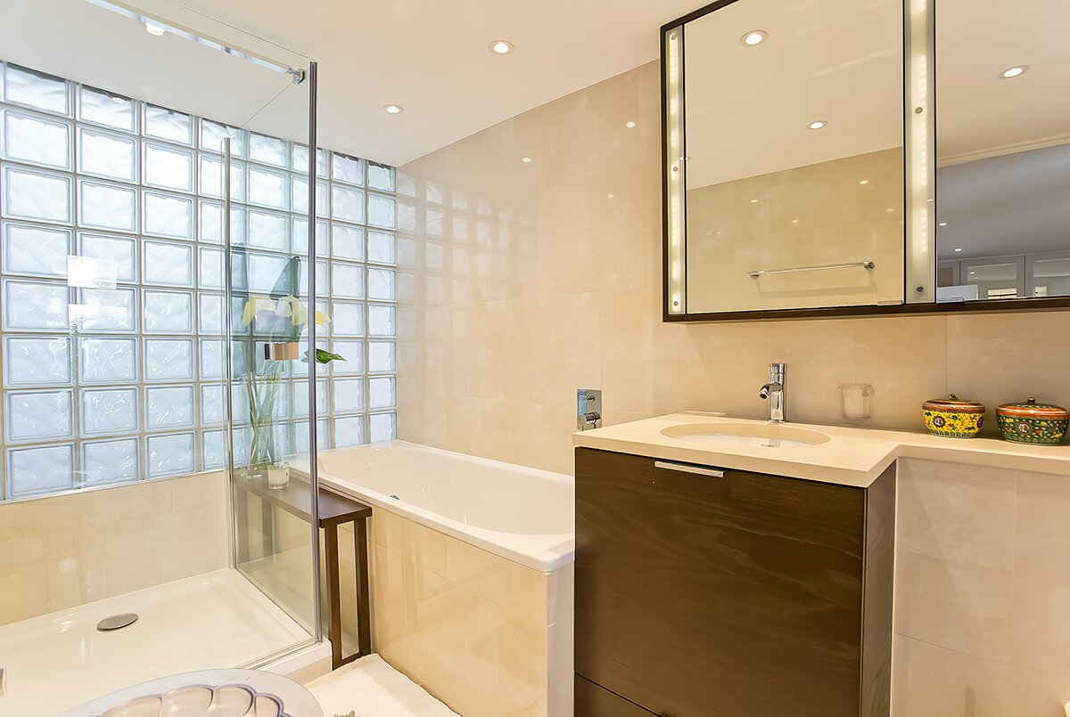 interior design for moder bathroom in south kensington, London