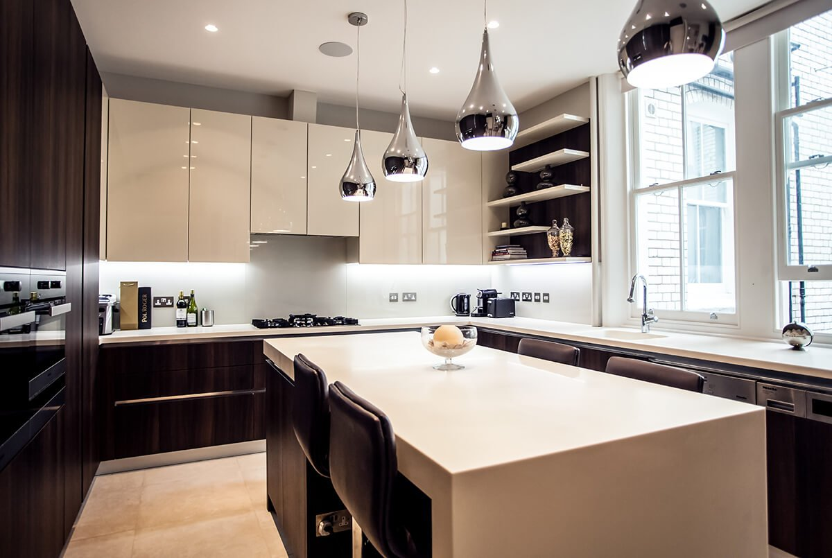 grand and spacious interior design for light kitchen with dinin area, bespoke earthy cabinets and beautiful lightings, Kensington, London