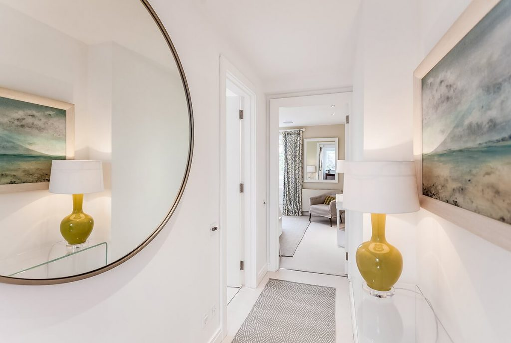 light hallway with large round mirror, Chelsea, London