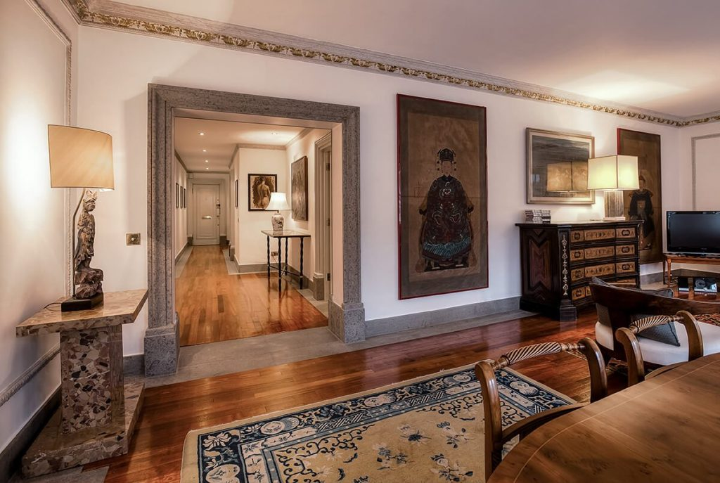 residential interior design for a traditional living room with high quality finishes in Mayfair london