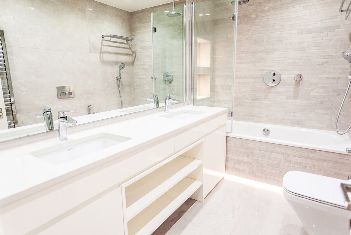interior design for light and spacious bathroom with two sinks, large mirror and bathtub in Chelsea, London