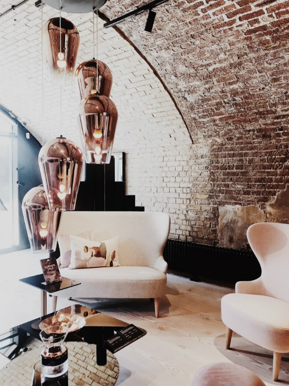 Showroom interior design with cosy designer armchairs and luxury loghtings by TOM DIXON, London