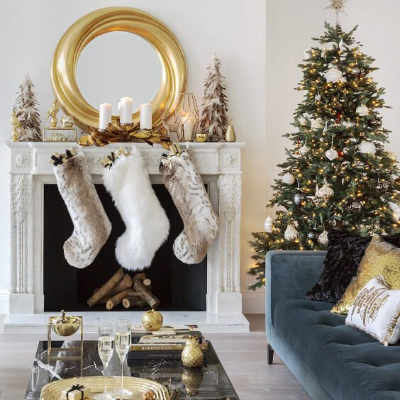 Reception elegant Christmas tree decorations in gold and white