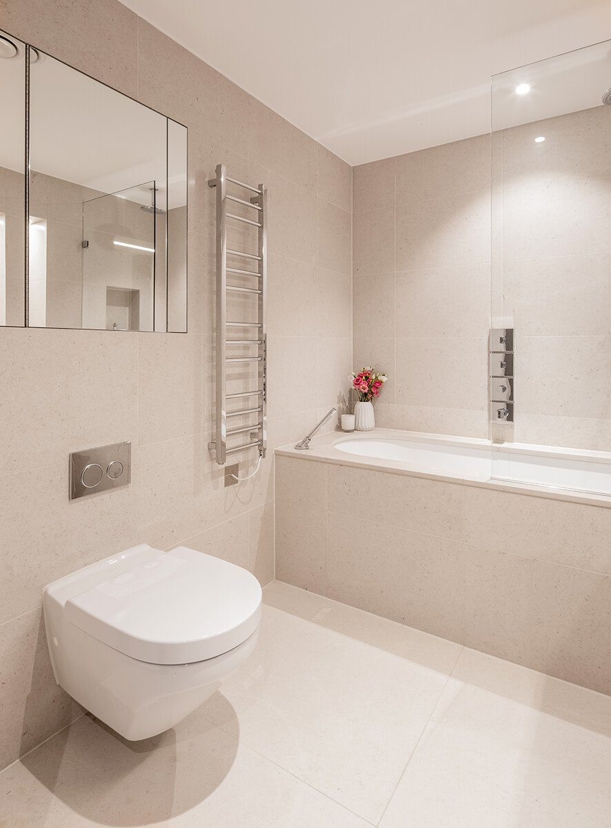 light master bathroom in minimalist style in Hampstead, London