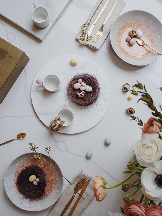 easter decoration inspiration with easter eggs and flowers