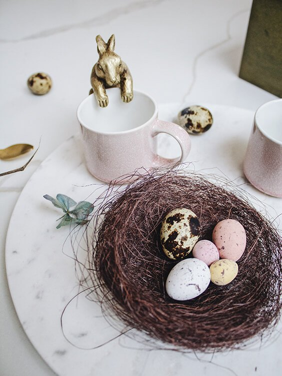 easter decoration inspiration with easter bunny and eggs