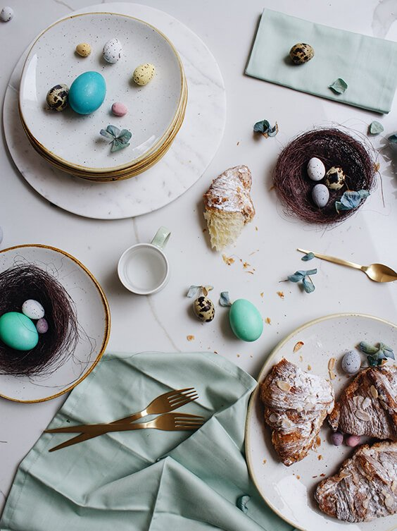 dreamy easter decoration with eggs and bunnies
