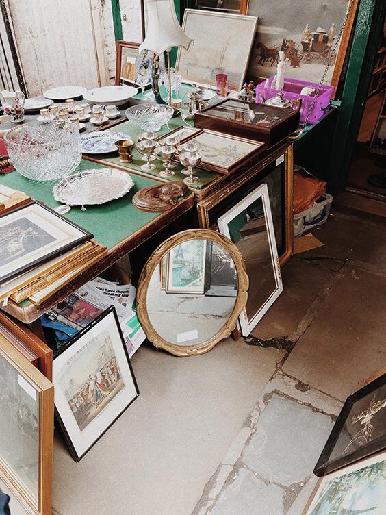 antique-furniture-shopping-narrow-london-street