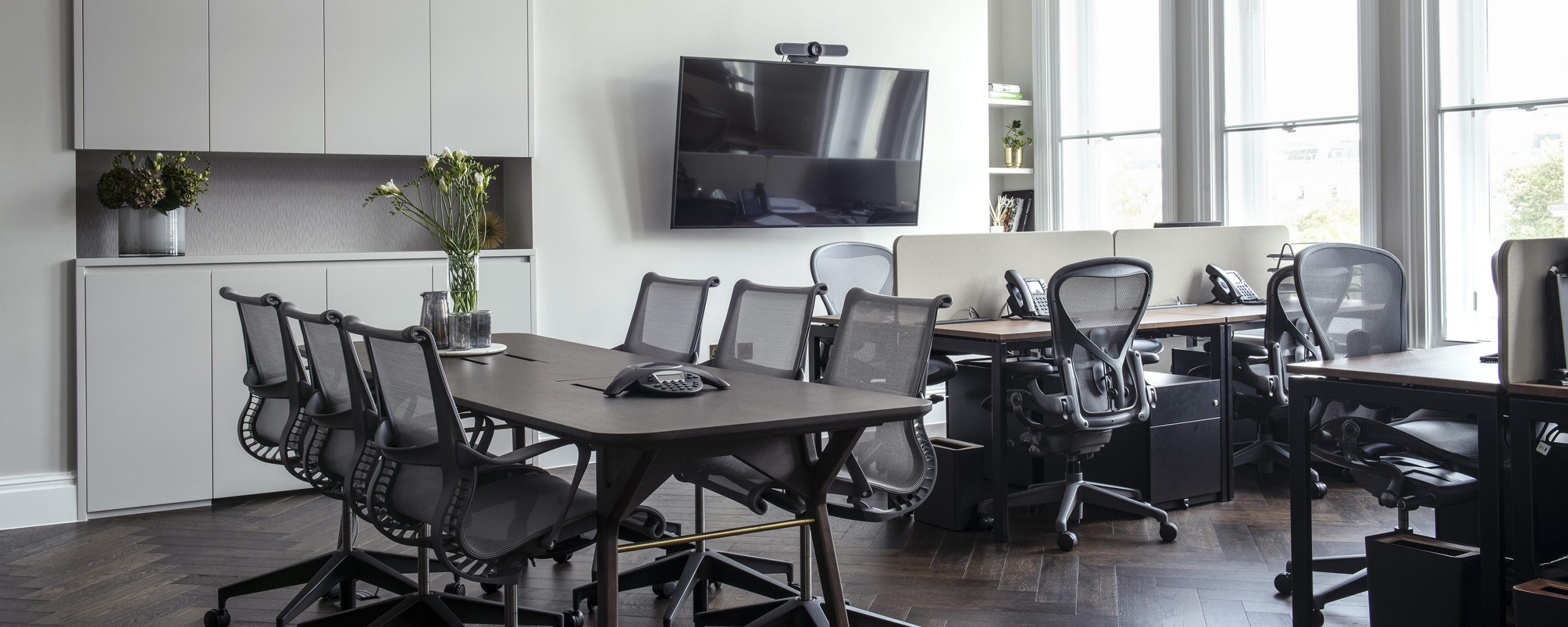 AN INTERIOR DESIGN GUIDE FOR A SUCCESSFUL COMMERCIAL OFFICE WORKSPACE